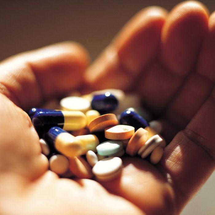 Таблетки на руке