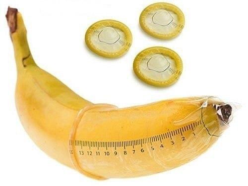 Банан и презерватив с сантиметрами