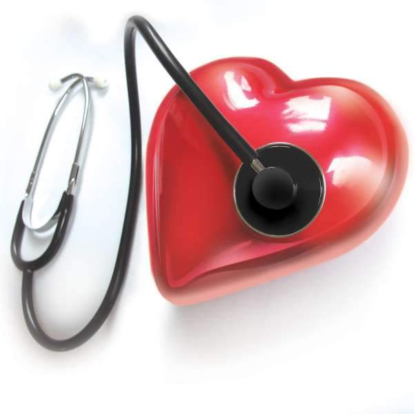 Стетоскоп и красное сердечко